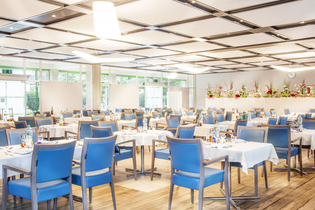 Salle à manger insonnorisée pour prendre vos repas à la Résidence Colladon. Maison de Retraite du Petit-Saconnex à Genève