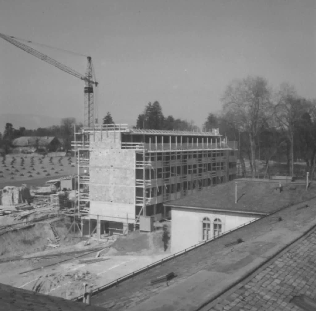 Construction en cours pour le bâtiment Azalées en 1962